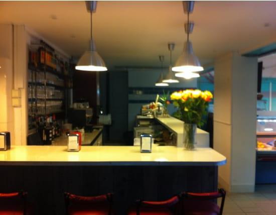 L'Ecailler Gourmet  - Hall d'entree et acces a la reception/bar -   © Weis Eliott