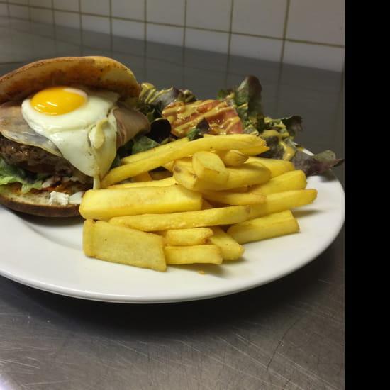 , Plat : L'Entre 2  - Le burger de l'établissement  -