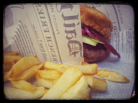 L'Informel l'atelier du burger  - Frites et burger -   © CLB