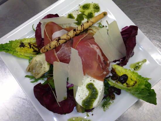 La Brasserie  - Salade italienne spéciale -   © C. Seine