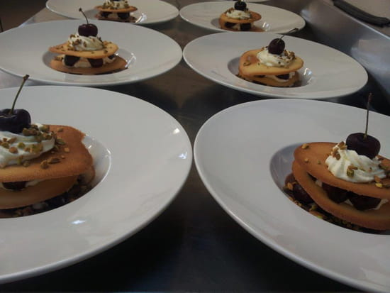 La Ferme du Blanchot  - les croustillants aux cerises et éclats de pistache  -   © jc thomas
