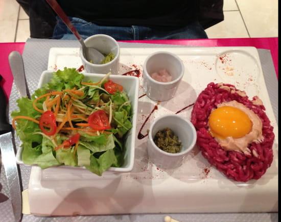 , Plat : La Fontaine  - Tartare de bœuf avec ses sauces et ses frites -