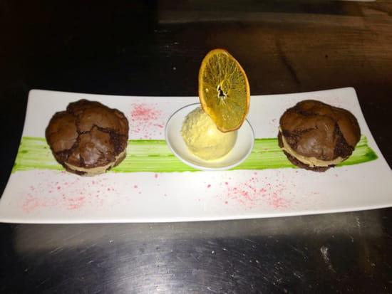 , Dessert : La Licorne  - Cookies façon macarons, crème dd cacahuètes, glace vanille noix de pécan -