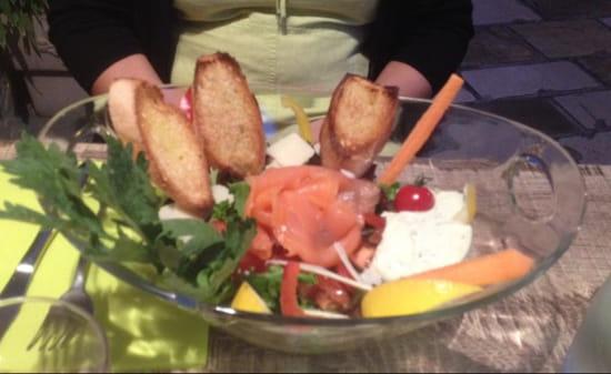 , Entrée : La Pastachuca  - Salade de saumon... -
