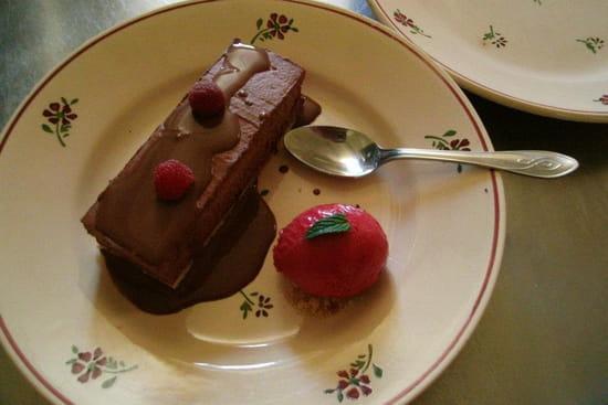 La Petite Maison de Bras  - entremet amaretti chocolat framboise (septembre 2012) -   © patrick