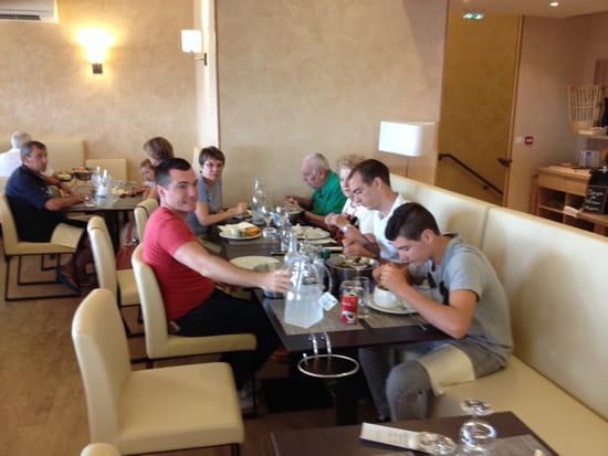 , Restaurant : La table de thau  - Un repas en famille à la table de Thau -