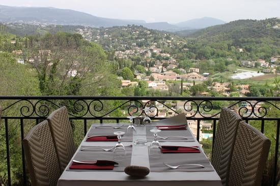 La Table du Village  - Vue de la terrasse -   © Marie-Jo Stoecklin