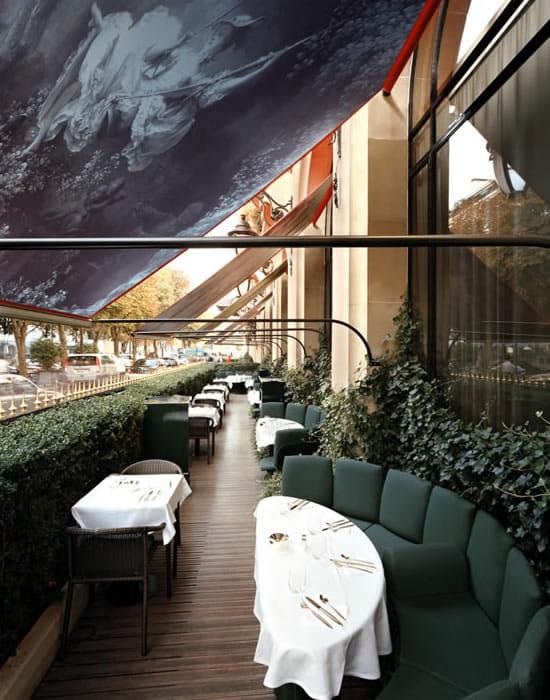 la terrasse montaigne plaza ath n e h tel palace paris avec linternaute. Black Bedroom Furniture Sets. Home Design Ideas
