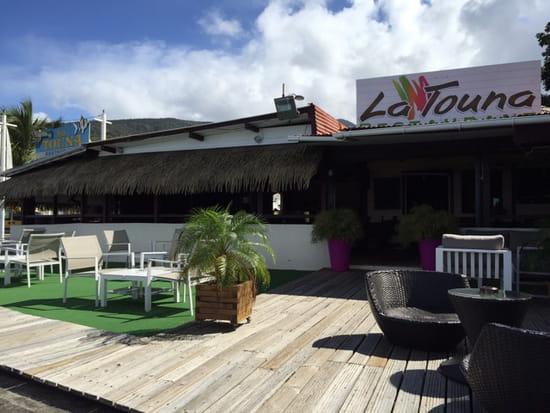 , Restaurant : La Touna  - L'entrée coté terrasse -