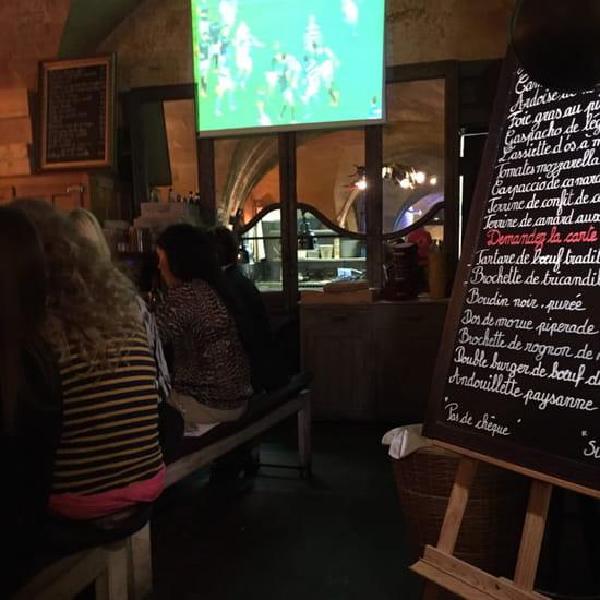 , Entrée : Le Bar du Boucher  - La cuisine vu de la salle -