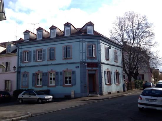 , Restaurant : Le Bui Bui  - Extérieur ( entrée par le jardin sur la droite) -