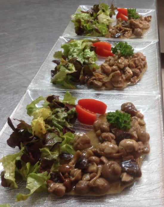 Le Caraqui  - Fricassée de ris de veau aux champignons -   © MiaDrew CARELLI