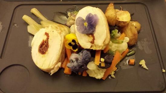 Le Carnet de Bord  - Volaille farcie à la tomate confite, petits légumes, fenouil confit et courgettes  -   © lecarnetdebord