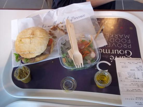 Le Carré des Gourmets  - Alpille (burger d'agneau des Alpes) -   © MORON Raphaelle
