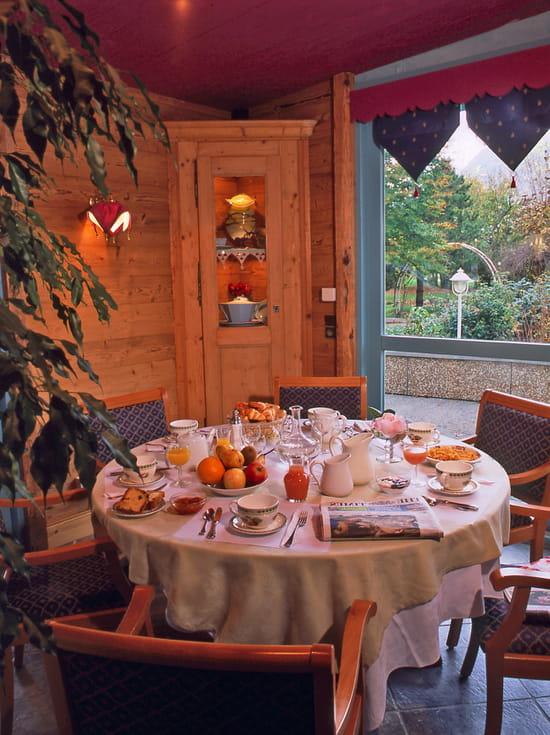 Le Chalet d'Eglantine  - Petit-Déjeuner -   © hotel Florimont