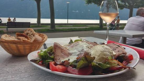 , Plat : Le Chalet du Lac  - Face au lac salade au saint félicien. Au top et copieuse -