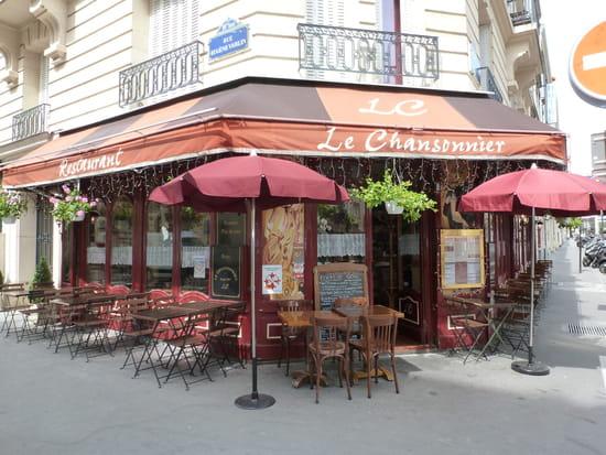 Le Chansonnier  - la terrasse en été -