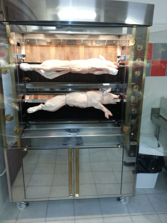 Le Comptoir de l'Evèsque  - cochon de lait entrain de rotir -