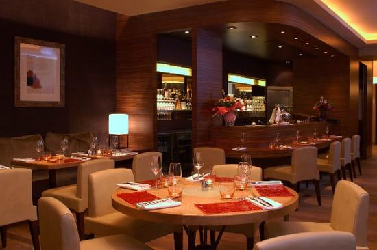 le cou de la girafe restaurant de cuisine traditionnelle paris avec l 39 internaute. Black Bedroom Furniture Sets. Home Design Ideas