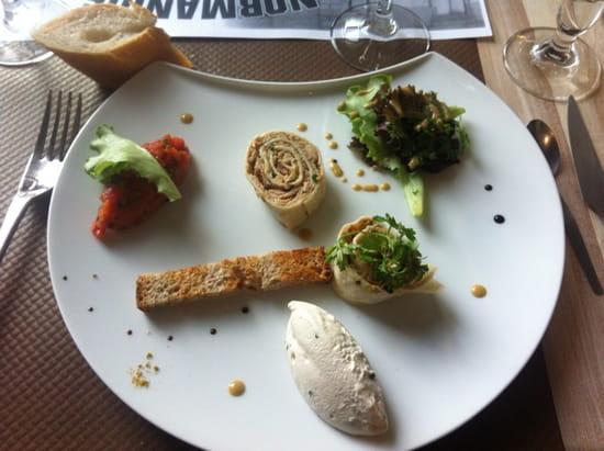 , Entrée : Le Donjon  - tortilla de thon , un amuse gueule est proposé avant , douces saveurs d'un cuisinier inventif -
