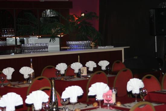 Le Folie's Restaurant Karaoké et Diner-spectacle  - côté bar -   © FG