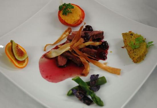 Le Galopin Gastronome  - Magret de canard aux cerises sauce aigre-douce -