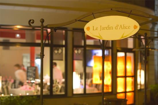 Le jardin d 39 alice restaurant gastronomique busnes avec - Restaurant avec jardin aix en provence ...