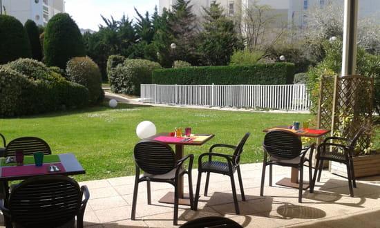 Le Jardin d'Axel  - Terrasse aux couleurs du printemps -