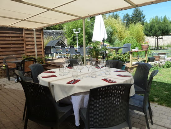 Le jardin des roches restaurant de cuisine traditionnelle for Resto avec jardin