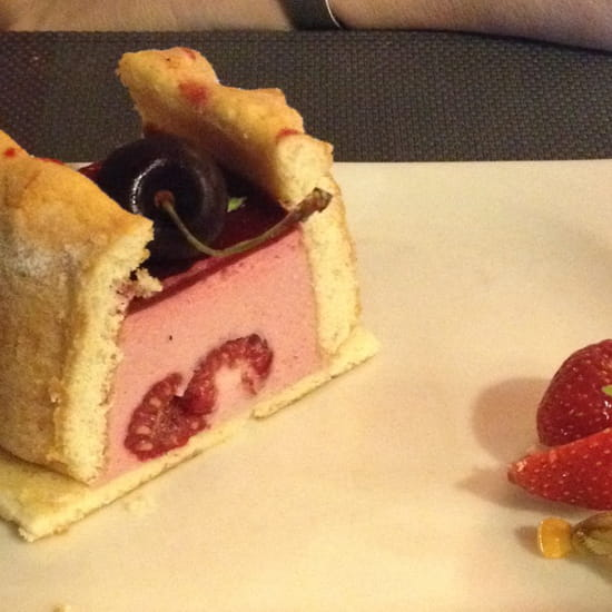 , Dessert : Le Jardin Gourmand  - Charlotte fruits rouges -