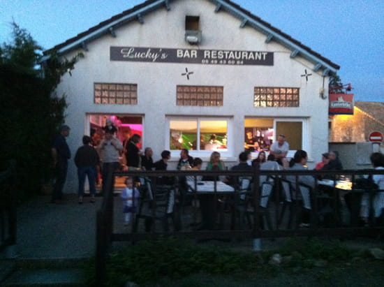 Le Lucky's Bar