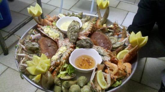 Le Miramar  - plateau de fruits de mer imperial avec une bouteille de champagne incluse  -