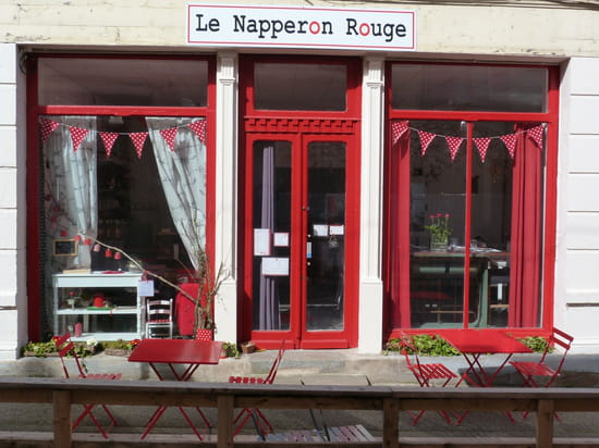 Le Napperon Rouge