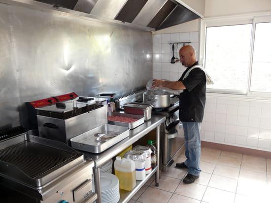 Le Pamir  - cuisines -   © Dominique Mathieu