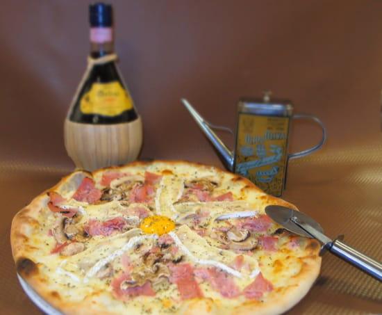 Le Pinocchio  - Un bon Chianti, et la pizza en suggestion ! -