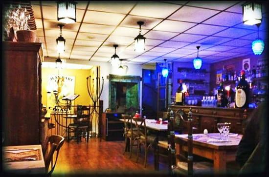 Le point de thau  - salle du restaurant -