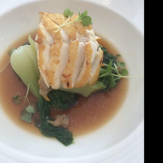 , Plat : Le Pousse Pied  - Filet de cabillaud, pak choî, coques et bouillon de légumes  -