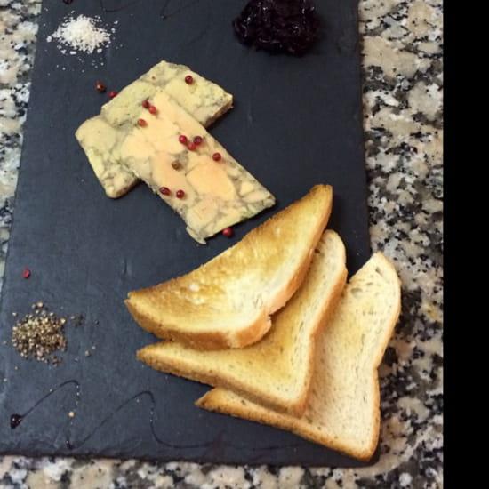 , Restaurant : Le Quai 76  - Le foie gras maison avec sa confiture d'oignon et ses toasts signé le quai 76!!! Miamm -