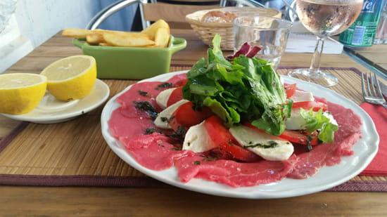 , Plat : Le Raimbaldi  - Carpaccio de boeuf et sa corolle de tomates/mozza -
