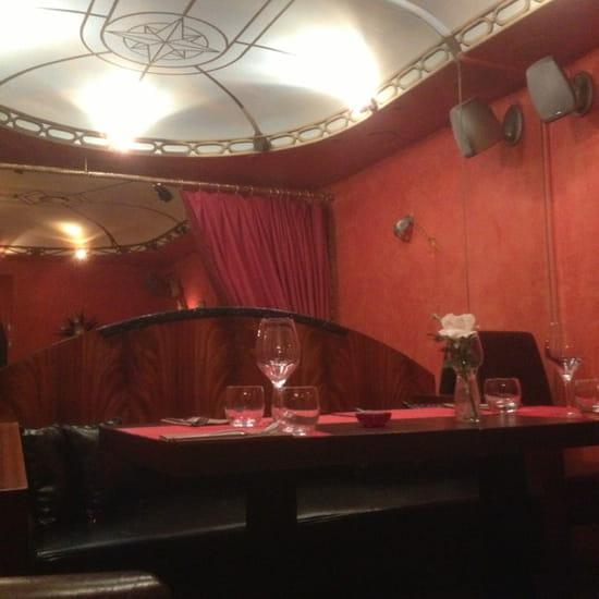 , Restaurant : Le Relais Du Grand Venise  - Table d'angle.  -