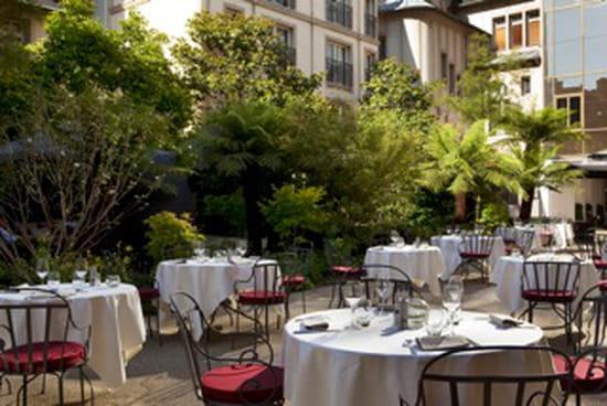Le relais du parc restaurant gastronomique paris avec for Restaurant avec parc