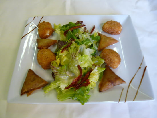Le Repère des Sorcières  - palets de chevre frits et samoussa d aubergine -