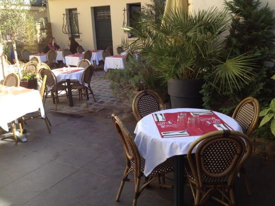 , Restaurant : Le Saint Maurice  - Terrasse à l abri et ensoleillee  -
