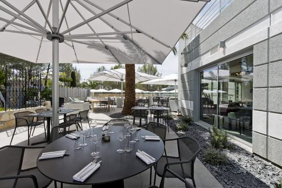 , Restaurant : Le Servan  - La terrasse du restaurant Le Servan vous attend pour venir profiter du beau temps -   © Golden Tulip Sophia