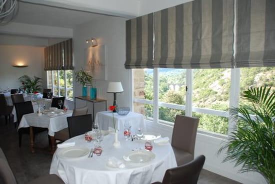 Les 3 Barbus  - Salle Restaurant vue Vallée -   © Les 3 Barbus