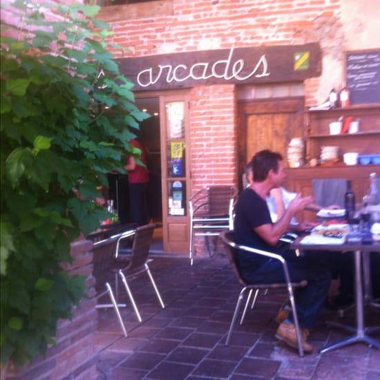 , Restaurant : Les Arcades  - Terrasse agréable, ombragée !! -
