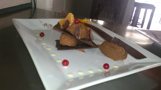 Les Caves de la Madeleine  - quenelles de mousse au chocolat noir.  -