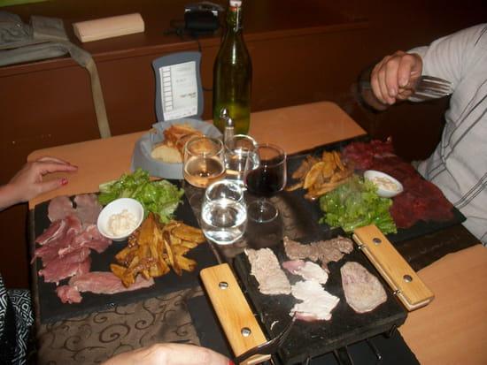 Les Gourman'Dises  - Viande cuite sur pierre -   © Les Gourman'Dises