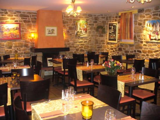 Les oliviers restaurant de cuisine traditionnelle for Le salon lannilis