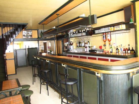 Les Pyrénées  - Bar -   © gc